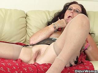 British granny Zadi fucks herself round a dildo
