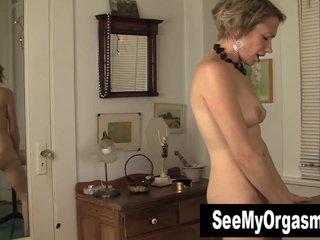 Slim MILF Kiki Masturbating Their way Pussy