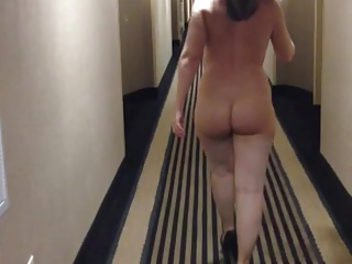 Curvy tie the knot naked in inn passageway