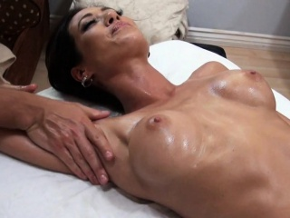 Busty hottie acquires earthy fingering and hardcore drilling