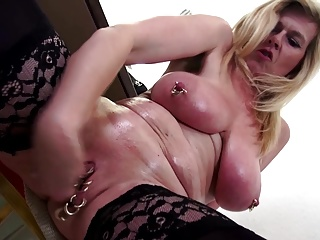 Sexy mature moms involving thirsting cunts