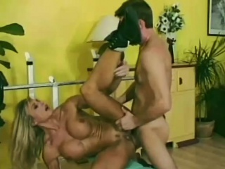 Gym babe likes getting anal