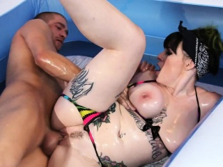 Broad in the beam goth anal fucked