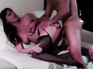 Hot MILF loves fucking atop a difficulty siamoise