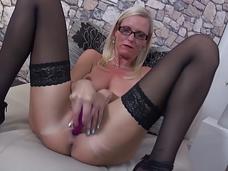 Posh matured MILF with itchy big cunt