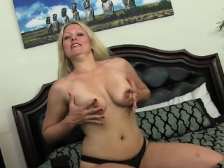 Unerring blonde loves say no to confess pussy