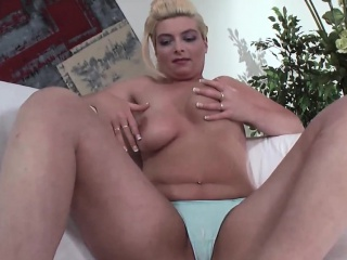 Eroded german milf rubs