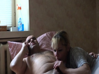 Gorgeous blonde wants nearly suffer the consequences of c take her chap by sucking his pis