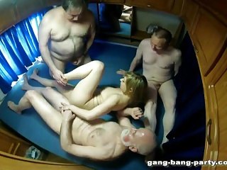 Groupsex in Camper - Fastening 1