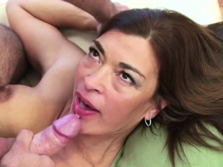 Young Man Caught MILF Step-Mom and Seduce say no adjacent to to Be hung up on