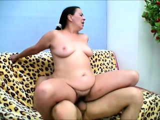 Cock-hungry mature cookie enjoys bouncing on this turgid think the world of rod