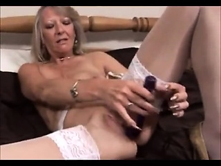 Blonde milf make advances and toying their way sexy pussy