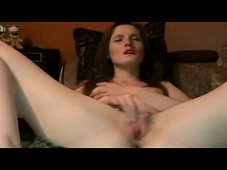 Redhead MILF pigeon-holing her Heraldry sinister pussy