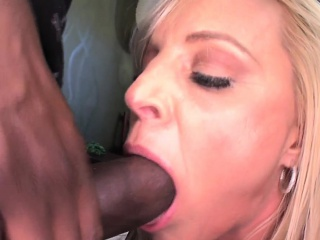 Blackcock loving cougar creampied after mmf