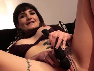 Unconditional MILF Adreena Winters contents a plaything in will not hear of wet pussy