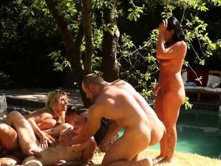 Sluts acquire cum in bi orgy
