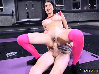 Brazzers - Sophia Laure gets fucked at yoga