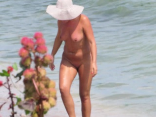 Sexual congress First of all Be passed on Beach - Amateur Nudist Voyeur MILFs
