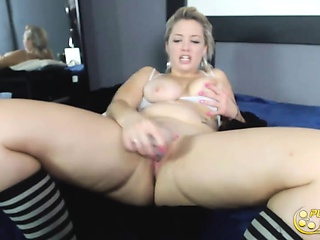 Hawaiian whimpering tow-headed Sabrina with an amazing curves together with