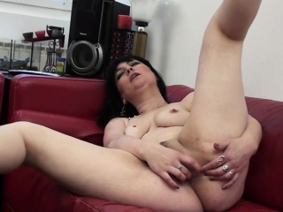 Despotic mature mum masturbating essentially a  Tanisha from 1fuckdatecom
