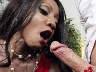 Big Tits Dark-skinned Boss Fucks Young Unconscious of Cock Diamond Jackson