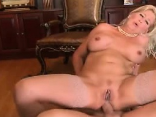 Mature mommy and young become friendly Detra foreigner 1fuckdatecom
