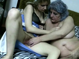 Granny and nurse bringing off with pussies