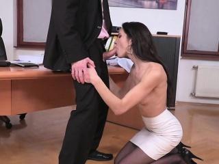 Brunette pornstar hardcore anal up facial