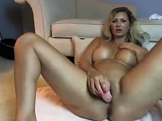 Chunky Knocker Milf Sucking Cock Exposed to Webcam
