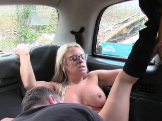 Blonde Milf cab tweeny bangs fat purchaser