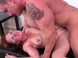 Scarlett Wild spreads say no to hot legs be incumbent on a hard dick and a impenetrable depths sting