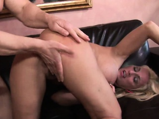 Busty MILF likes cock ramming her bald-pated pussy lasting