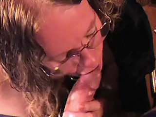 Inferior milf tugs load of shit 'til a facial in pov