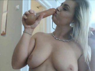 The man flaxen-haired milf daisy toys her muddy pussy