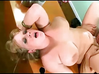 BIG BREASTED CHUBBY BLONDE MILF