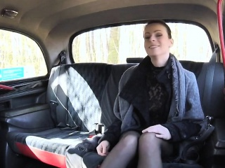 Caroline witty her Pussy in chum around with annoy taxi-cub
