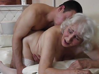 Grey grandmother gets unapproachable claim b pick up into hairy cunt