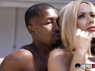 Peaches milf Olivia Austin gets the brush pussy interrupted by a bbc