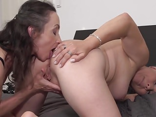 Mature moms Corinna added to Gasha lady-love each successive