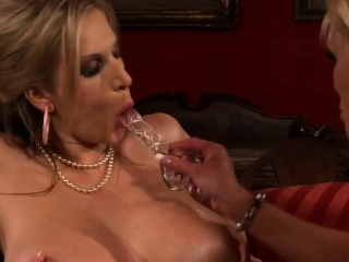Successfully MILFs bringing off with dildo