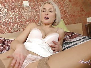 Alone to hand AuntJudys... 40yo Super-MILF Aunt Natie