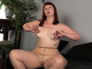 American milf Joclyn Stone fingers nyloned increased by prudish pussy