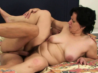 Sharp practice sex with hairy-pussy superannuated mother-in-law