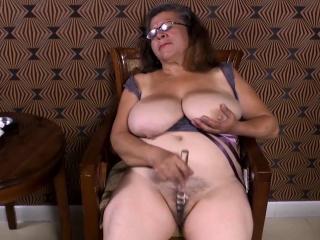 OmaGeiL Matured Latinas Striptease and Closeup