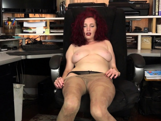 American milf Kimberlee fingers will not hear of unshaven pussy