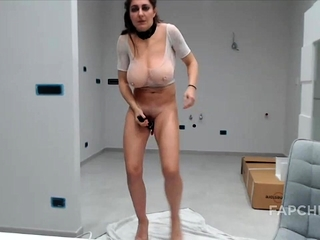 Hot Sexy Grown-up Slattern Squirts On Will not hear of Cam