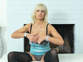 Euro gilf Ellis Shine needs near fulfill her licentious desires