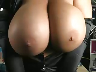 SHOW TIME : MILF BIG BOOBS