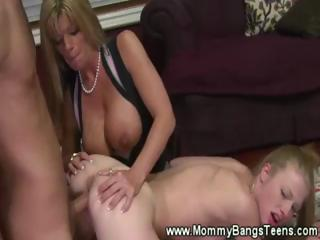 Mommy get licked while giving head