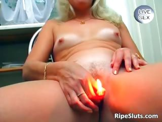 Slutty mature blonde gets wet pussy part1